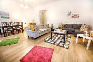Big and Bright Apartment