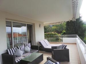 Spacious 3 bedroom flat near city centre and beaches