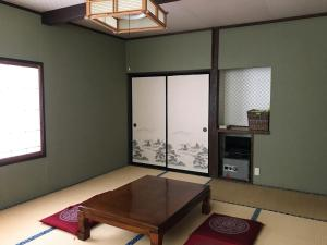 Family Room with Shared Bathroom Aigakusou
