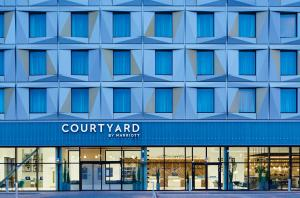 Courtyard by Marriott Luton Airport - Hotel - Luton