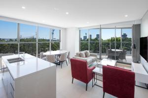 Meriton Suites Carter Street - Hotel - Sydney