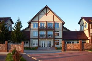 Celinburg Guest House - Khrabrovo