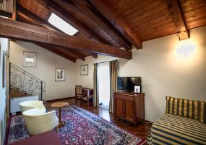 Castello Rosso - Hotel - Costigliole Saluzzo