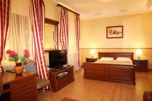 Korona Hotel, Hotels  Chubynske - big - 3