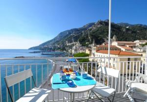 Amalfi Apartment Sleeps 5 - AbcAlberghi.com