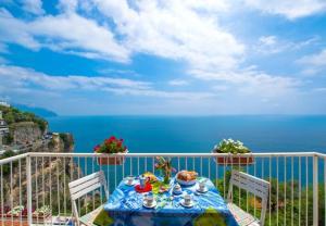 Conca dei Marini Apartment Sleeps 4 T721562 - AbcAlberghi.com
