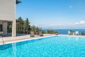 Gastouri Villa Sleeps 12 Pool Air Con WiFi - Áyioi Dhéka