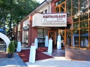 __{offers.Best_flights}__ Hotel Privighetoarea