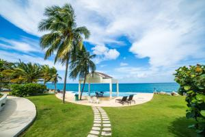 Whispering Seas - 2 Bedroom Luxury Ocean Front Condo - St Mary