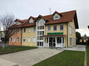 Pension Czeczil - Schwechat