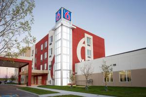 Motel 6-Airdrie, AB