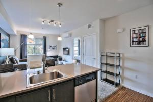 Urban Flat 2BR/2BA Apartments @ Park20 - Half Moon Bay