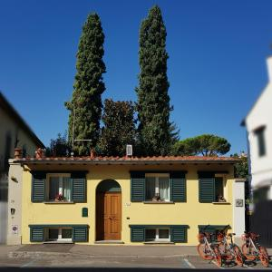 2 cypresses home - AbcFirenze.com