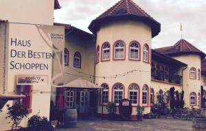 Weinschlößchen im Weingut Roos - Freimersheim