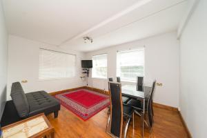 Two Bed Tower Bridge Apartment - Bermondsey