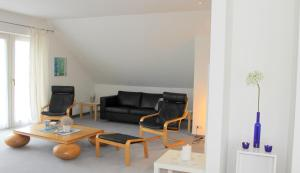 """""""Kleine Talstraße - 4"""" Geräumige Wohnung in offener Bauweise für die große Familie, mit Sauna - [#6380] - Brenkenhagen"""
