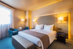 Hotel Dom Henrique - Downtown, Отели  Порту - big - 40