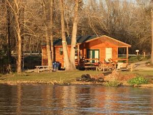 B&R Lakeside Cabins & RVs Retreat - Hotel - Onalaska