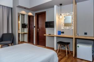 Standard Double or Twin Room without Balcony and City View