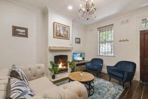 Charming Inner-city 3-Bedroom Terrace w Courtyard - Accommodation - Sydney