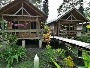 Peaceful Bungalow Steps Away From Endless Beaches Cahuita