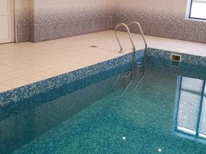 Дом с бассейном и баней - Lapino