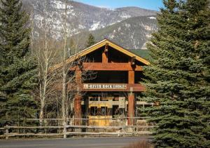 River Rock Lodge - Hotel - Big Sky