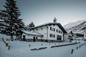 Chalet Am Scharma - Hotel - Andermatt