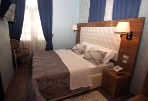 Hotel Boutique Restaurant Gloria, Отели  Тирана - big - 66