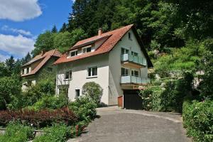 Haus am Waldrand - Am Bach
