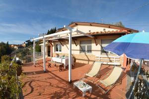 Corsanico-Bargecchia Villa Sleeps 6 Pool Air Con - AbcAlberghi.com