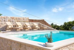 Orasac Villa Sleeps 6 Pool Air Con WiFi