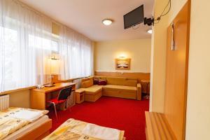 Dom Sportowca Błonie - MOSiR, Hotely  Sanok - big - 8