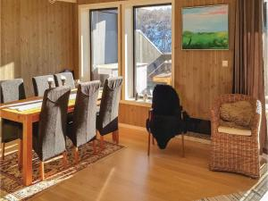 Three-Bedroom Apartment in Hovden