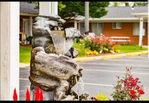 . Colonial Manor Motel