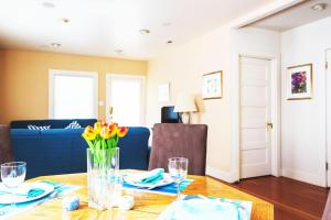 Lovely Home at the Heart of Mountain View, Sleeps 9, Apartmány  Mountain View - big - 25
