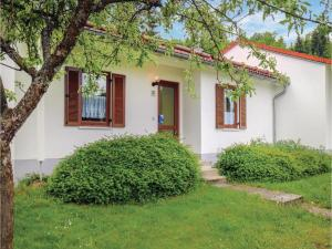 Two-Bedroom Holiday Home in Falkenstein - Atzenzell