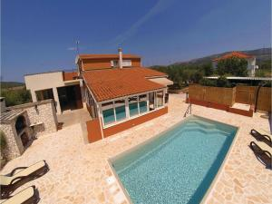 obrázek - Five-Bedroom Holiday Home in Sibenik