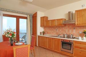 Residence Borgo Degli Ulivi, Aparthotely  Gardone Riviera - big - 41