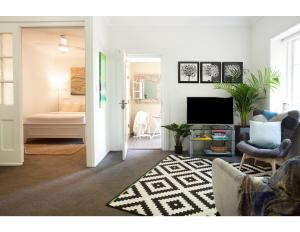 Elegant hideaway in dining and shopping mecca - Potts Point
