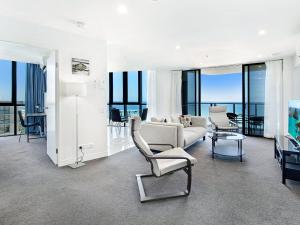 2 Bedroom Ocean View Apartment in Surfers Paradise