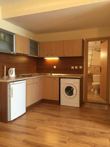 Family Apartment with Kitchenette Near the Beach