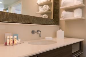 Hampton Inn & Suites Orlando-East UCF, Hotely  Orlando - big - 5