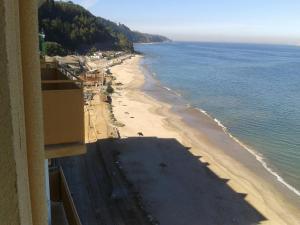 Depto Frente Playa Tomé, Ferienwohnungen  Tomé - big - 15