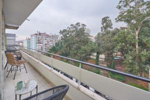 Light Apartment W/ Balcony + Free PickUp by TimeCooler, 1500-052 Lissabon