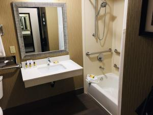 Best Western Plus Portland Airport Hotel & Suites, Hotels  Parkrose - big - 31