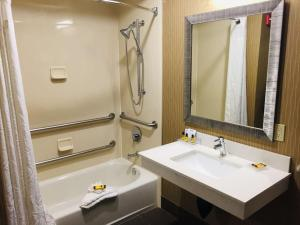 Best Western Plus Portland Airport Hotel & Suites, Hotels  Parkrose - big - 16