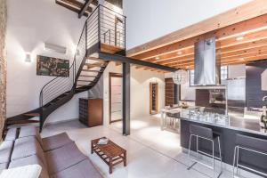 An exciting Loft in the historic Arsenal building - AbcAlberghi.com