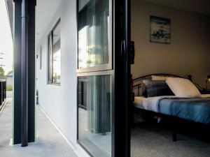 obrázek - Bright private room w/balcony near Avon River & CBD