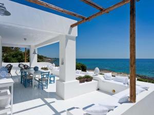 Modern Villa in Fontane Bianche with Terrace - AbcAlberghi.com